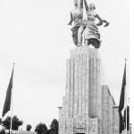 Bundesarchiv_bild_146-1990-036-19_Weltausstellung_Paris_Sowjetischer_pavillon