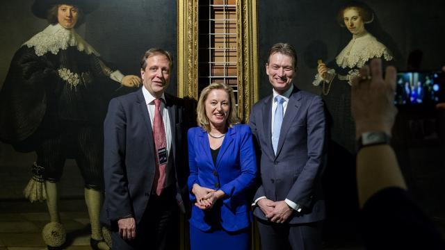 Het echtpaar vereend door de Nederlandse parlementariërs